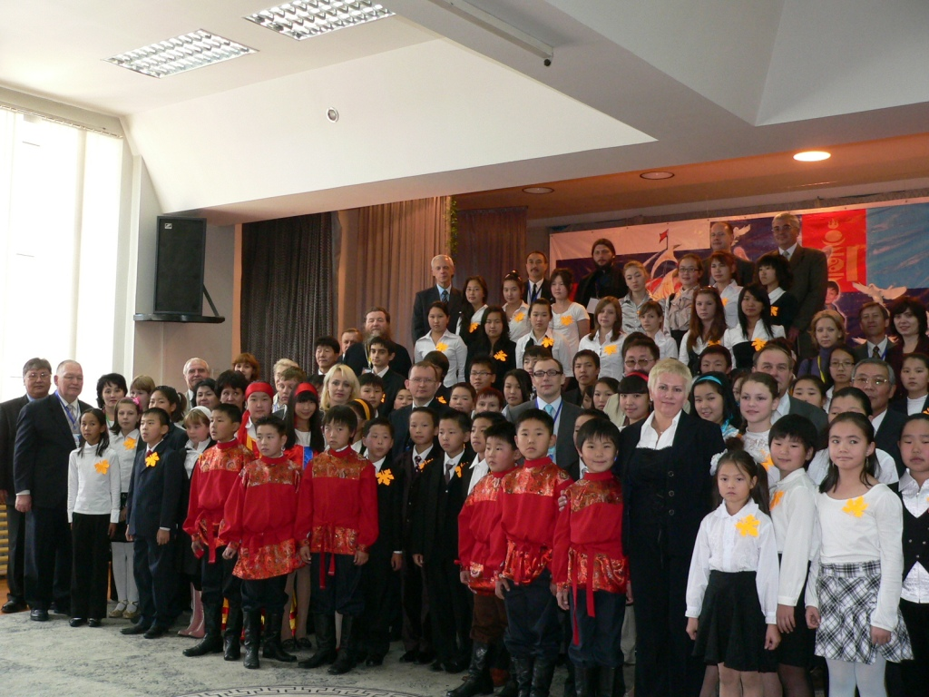 Участники конференции соотечественников, проживающих в странах АТР в русской школе в Улан-Баторе. Сентябрь 2008